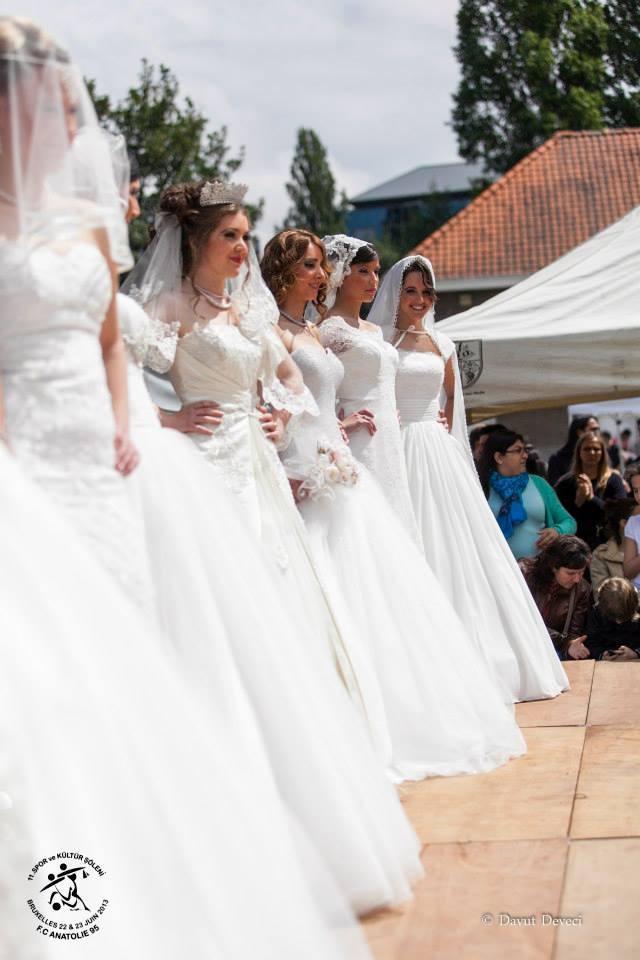 Vente robe de mariage bruxelles for Kleinfeld mariage robes vente